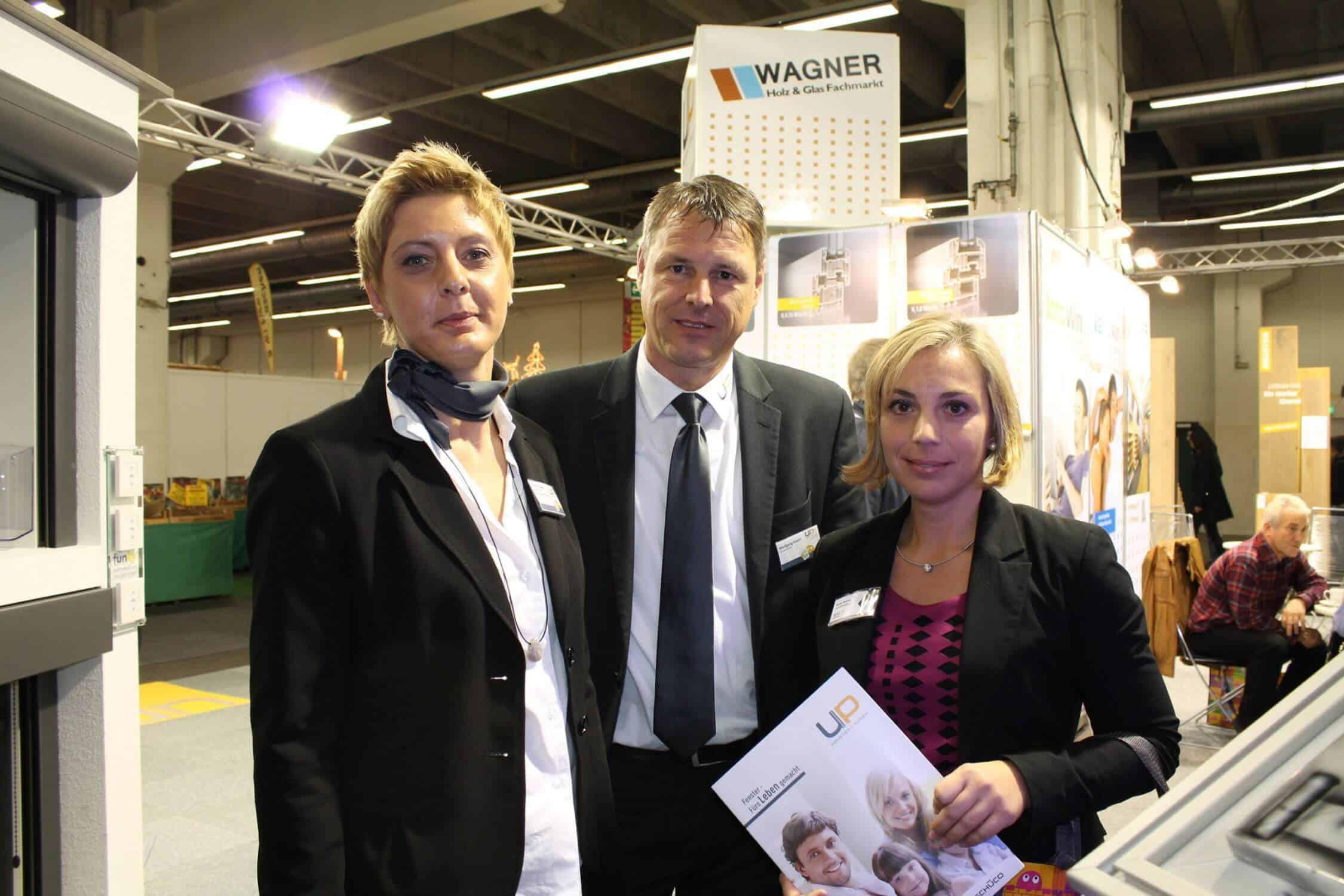 v. l. UP Fenster & Türen / uniplast GmbH Bauteile Frau Kasper, Herr Knerr, WFG Geschäftsführerin Heinrich